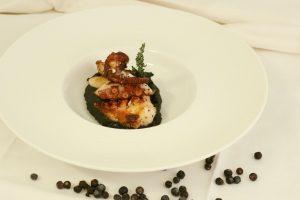 Polpo croccante con patate al nero di seppia